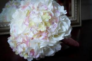 rose-and-hydrangea-wedding-bouquet-3uykzdab